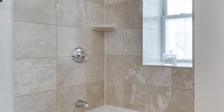 161 Randolph Pl NW Unit 2-large-036-28-Bathroom-1500x1000-72dpi