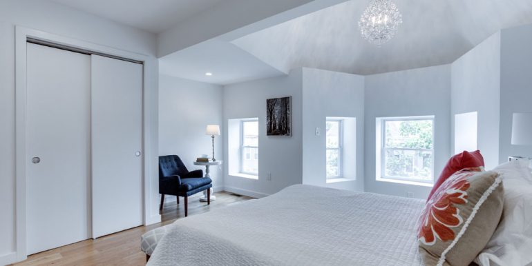 The Penthouse Offered at $767,000 59 Randolph Place, NW(10)