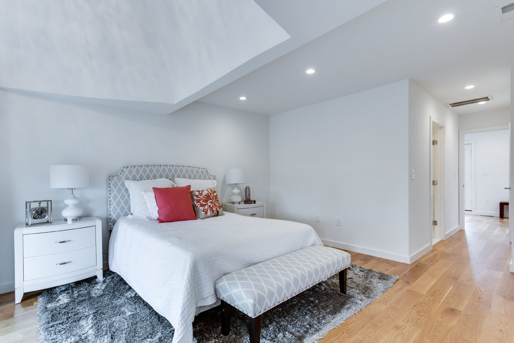 The Penthouse Offered at $767,000 59 Randolph Place, NW(11)