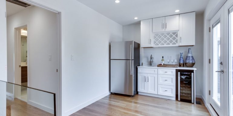 The Penthouse Offered at $767,000 59 Randolph Place, NW(13)
