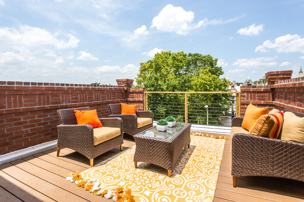 The Penthouse Offered at $767,000 59 Randolph Place, NW(16)
