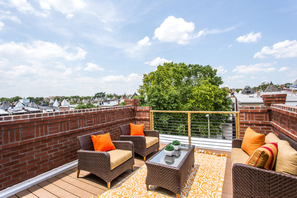 The Penthouse Offered at $767,000 59 Randolph Place, NW(17)