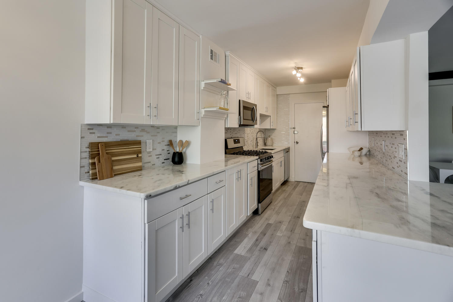 4201 Cathedral Ave NW 703W-large-010-8-Kitchen-1497x1000-72dpi