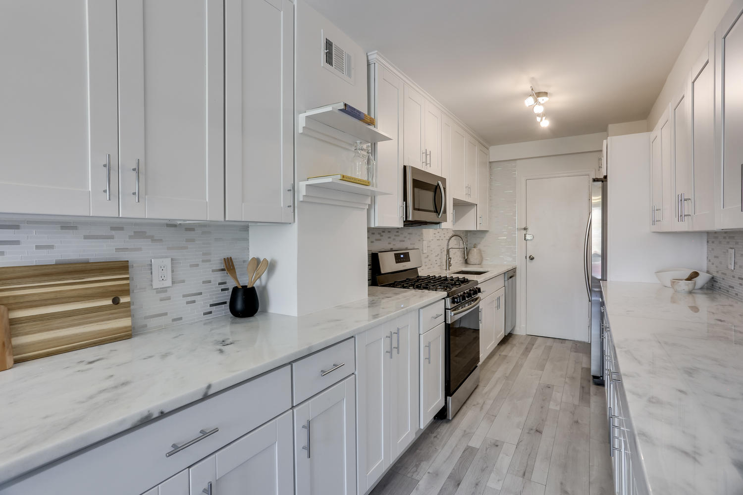 4201 Cathedral Ave NW 703W-large-022-36-Kitchen-1500x1000-72dpi