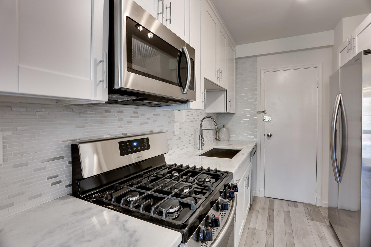 4201 Cathedral Ave NW 703W-large-024-21-Kitchen-1500x1000-72dpi