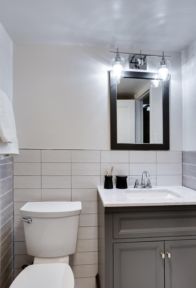 4201 Cathedral Ave NW 703W-large-027-12-Bathroom-681x1000-72dpi