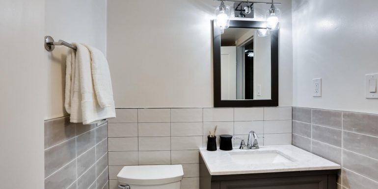 4201 Cathedral Ave NW 703W-large-029-26-Bathroom-1469x1000-72dpi