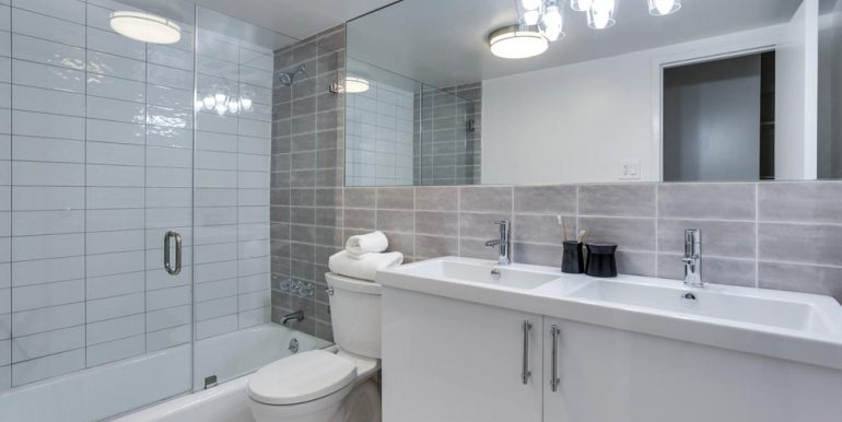 4201 Cathedral Ave NW 322W-large-033-23-Bathroom-1499x1000-72dpi