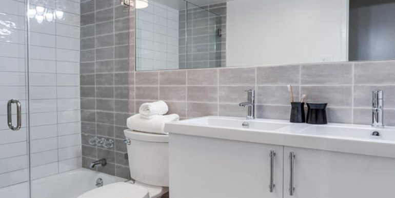 4201 Cathedral Ave NW 322W-large-034-10-Bathroom-667x1000-72dpi
