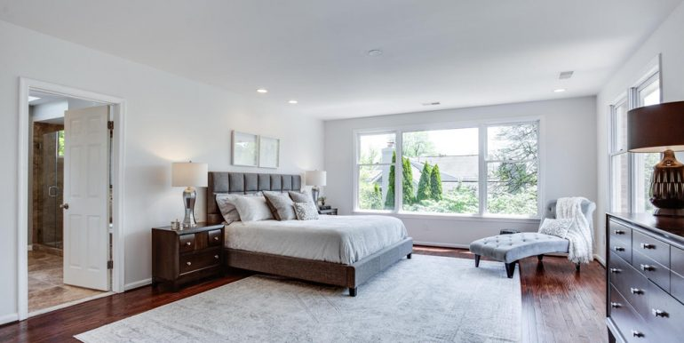 4112-Everett-St-Kensington-MD-large-048-43-Master-Bedroom-1500x1000-72dpi