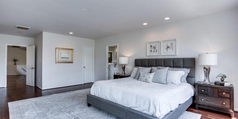 4112-Everett-St-Kensington-MD-large-050-45-Master-Bedroom-1500x1000-72dpi