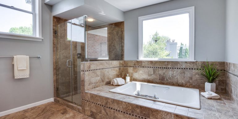 4112-Everett-St-Kensington-MD-large-054-37-Master-Bath-1500x1000-72dpi