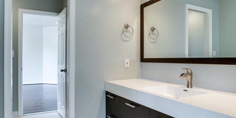 4112-Everett-St-Kensington-MD-large-061-4-Jack-an-Jill-Bathroom-667x1000-72dpi