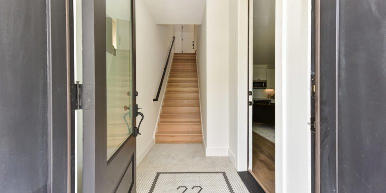 22 Bryant St NW Unit 2-large-002-018-Building Entryway-1500x1000-72dpi