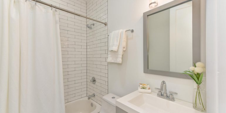 22 Bryant St NW Unit 2-large-018-036-Bathroom-1500x1000-72dpi