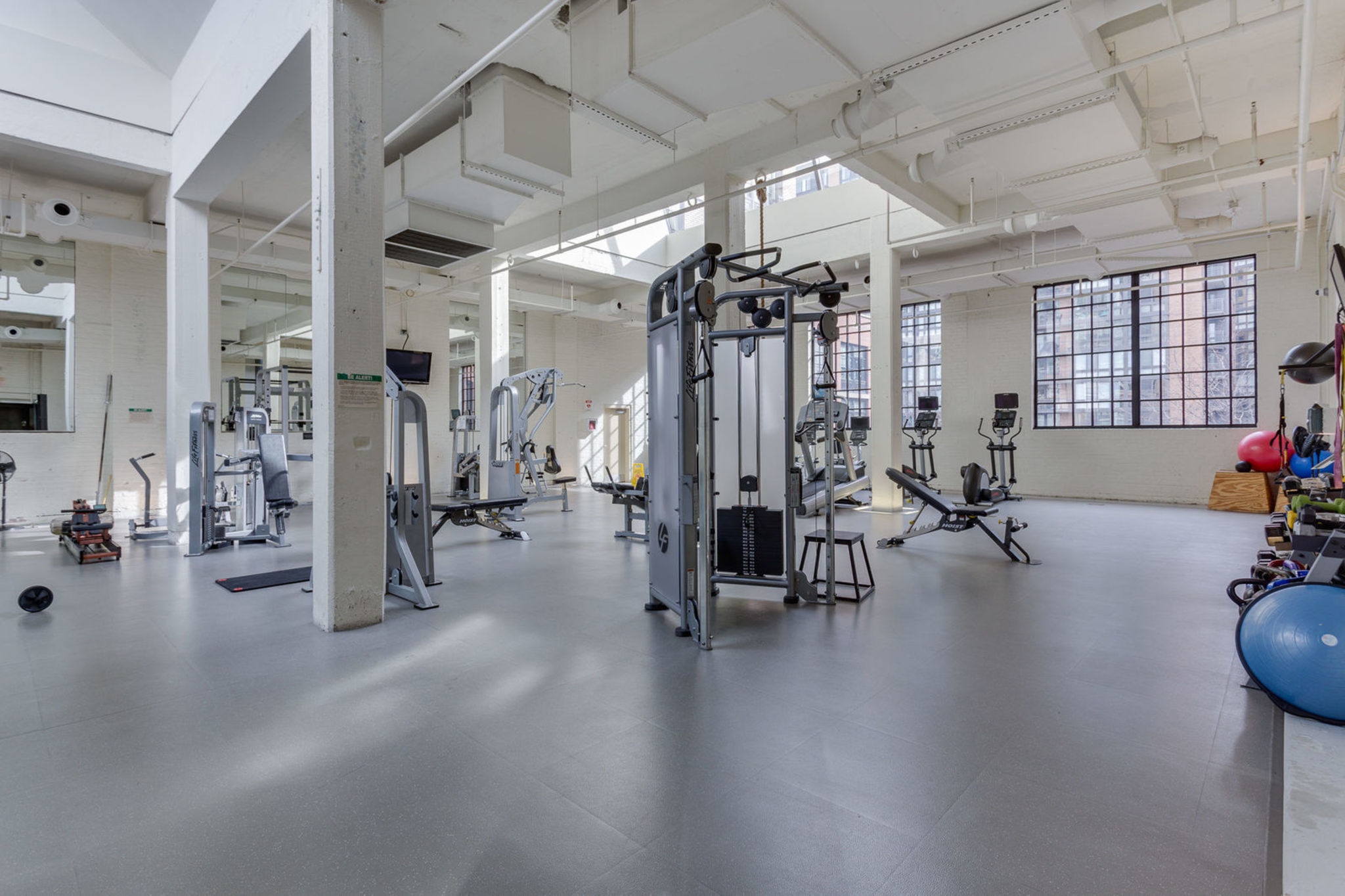 033_437_new_york_ave_nw_903-print-050-31-building_exercise_room-2048x1365-300dpi